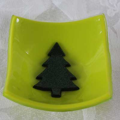 Chartreuse dish with tree alt